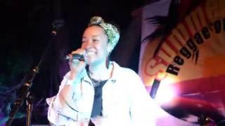 Alika Backed by Quinto Sol: Galang en vivo en el Summersplash