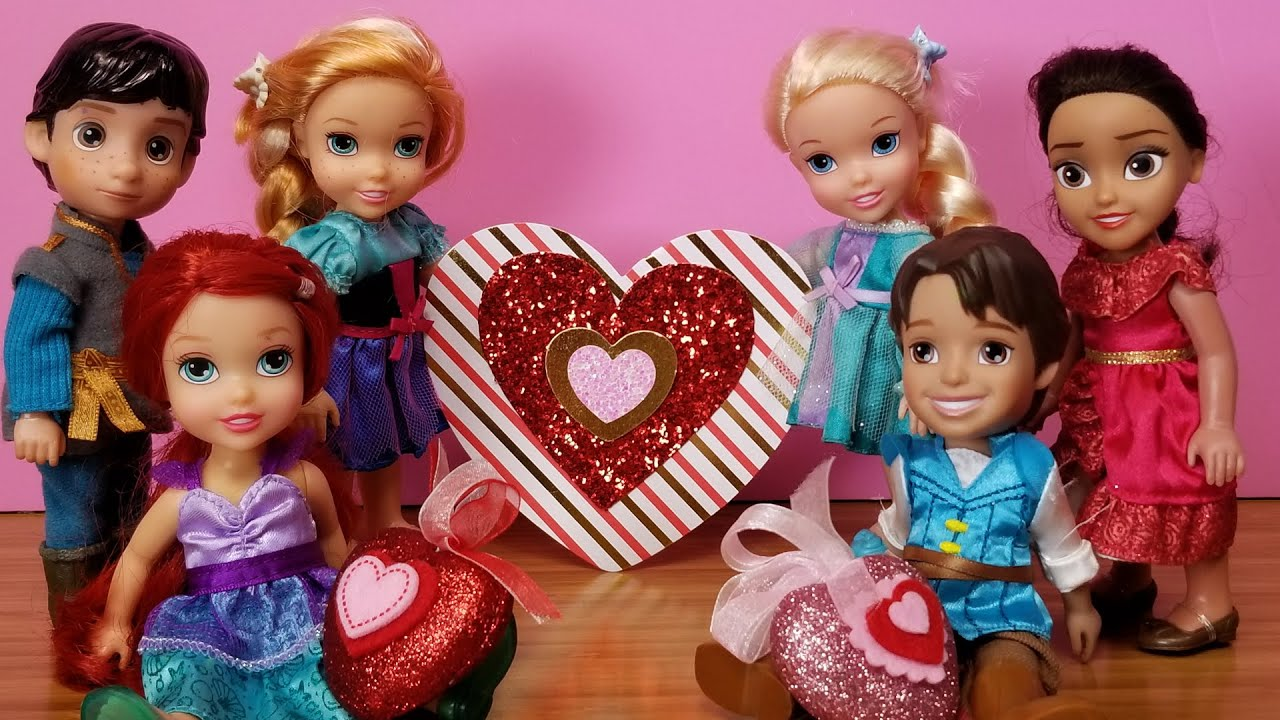 Download Valentine's day 2021 ! Elsa & Anna toddlers at school - Barbie is the teacher - heart crafts