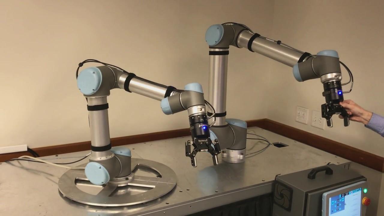 Universal Robots Mirroring Movement