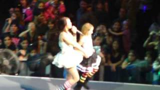 Hoedown Throwdown- Miley and Noah Cyrus dance off