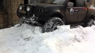 L 200 ; 38 Arctic trucks