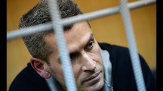 Смотреть видео Борьба за власть в Москве отправляет политически влиятельных олигархов за решетку. онлайн