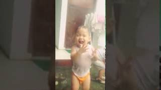 Download Video Senangnya Mandi hujan sm kakak MP3 3GP MP4