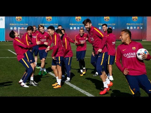 FC Barcelona training session: Amazing rondo