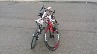 Come si appoggiano due biciclette