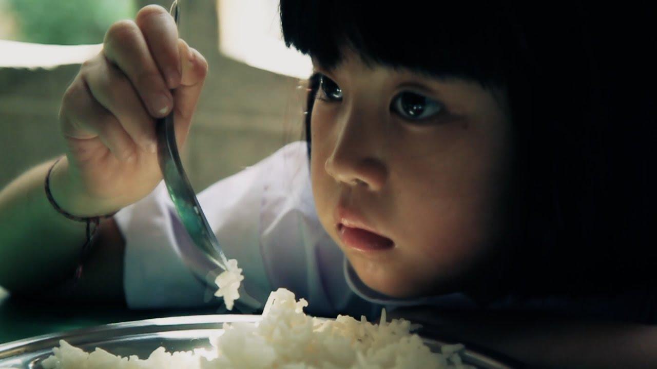 หีเด็ก6ขวบ เด็กกำพร้า ตอน แบ่งปันข้าวให้น้องอิ่ม