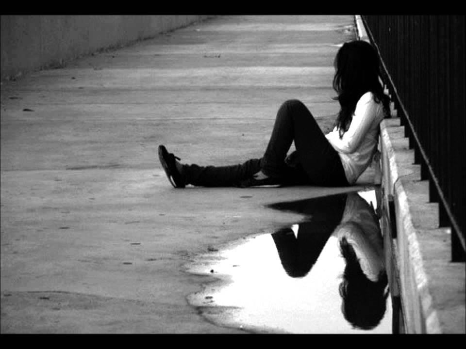 Resultado de imagen para girl alone