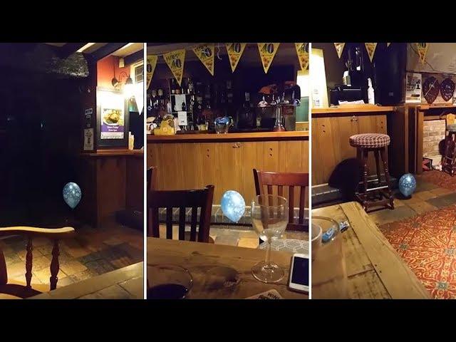 Vídeo muestra el fantasma de un niño jugando con un globo en un pub de Gales