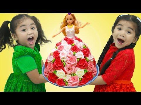 Suri Pretend Play Happy Birthday Surprise Party with Cake & Toys