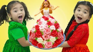 Suri Pretend Play Happy Birthday Surprise Party with Cake & Toys