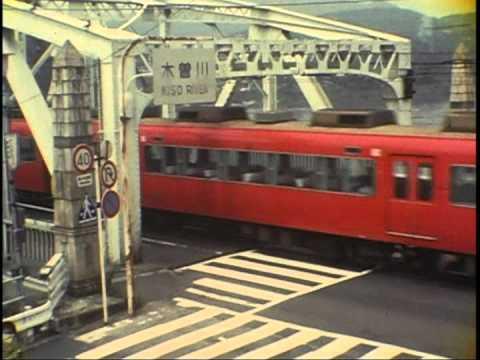 犬山橋を渡る名鉄パノラマカー 1...