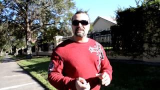 видео Как держать мышцы в тонусе (когда нет возможности пойти в зал)