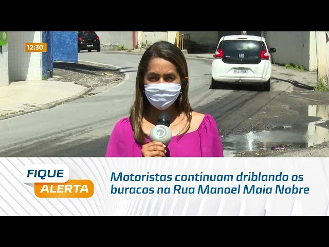 Motoristas continuam driblando os buracos na Rua Manoel Maia Nobre, no bairro do Farol