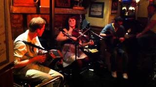 irish music at mother reillys by loose