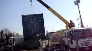 Погрузка морского контейнера на авто-манипулятор Daewoo Novus(Погрузка морского контейнера на авто-манипулятор Daewoo Novus через забор на стоянке Тракт32., 2015-03-23T05:42:32.000Z)