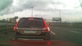 Учитель на путепроводе Московского шоссе, перед Азс Кириши.
