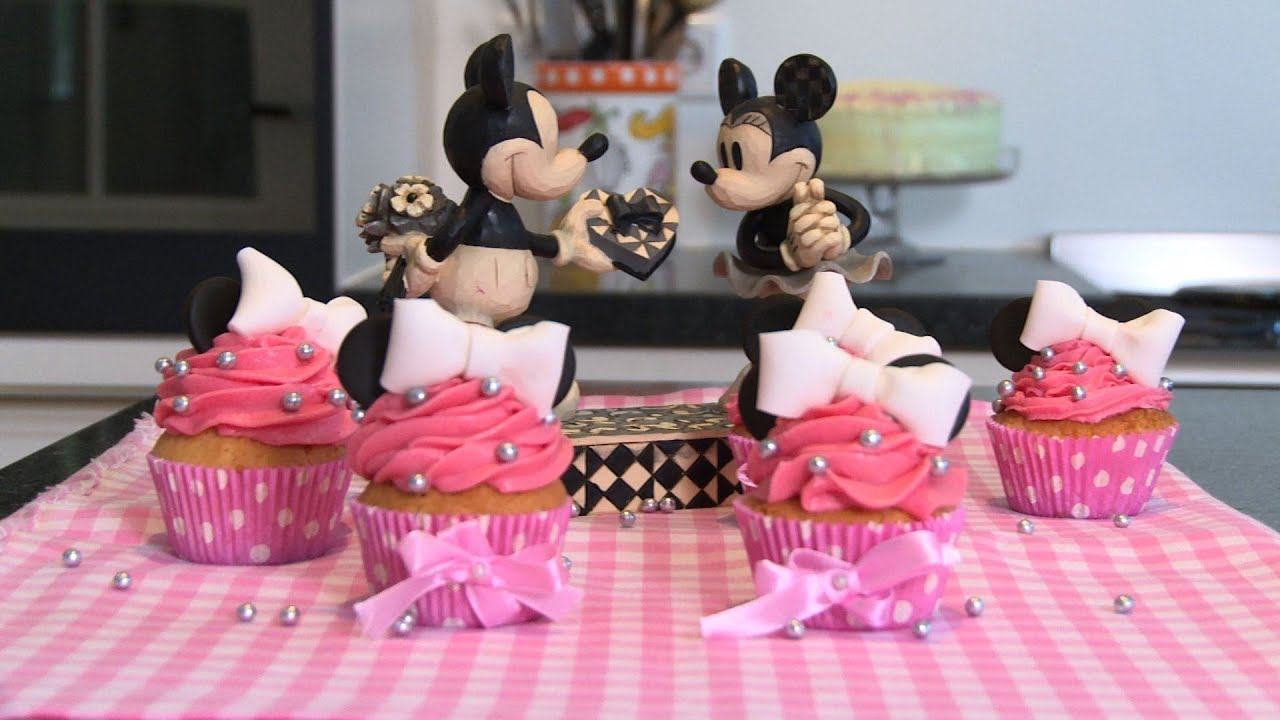 a768c5a2c002 Minnie Mouse cupcakes maken - YouTube