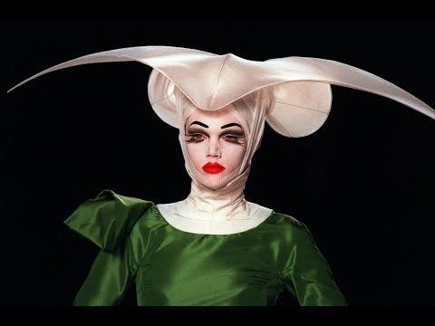 Christian Dior Haute Couture Fall/Winter 2000 Full Show ft. Original Soundtrack