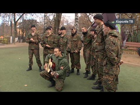 Военные разведчики устроили шоу в детском центре