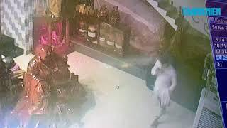 Cận cảnh siêu trộm lấy điện thoại của phóng viên siêu bão Tembin