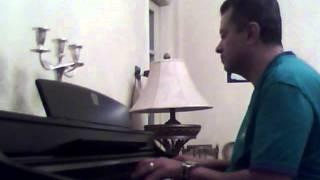 و لسة بتحبة .. عمرو دياب .. موسيقى على بيانو طارق بغدادى
