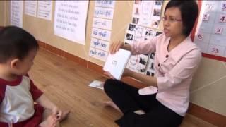 Cô giáo chơi tráo thẻ với học sinh
