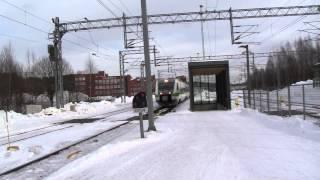 Tupla Sm3 ohittaa Lahden aseman. Ilmeisesti koeajo. Sm3 Pendolino passes Lahti