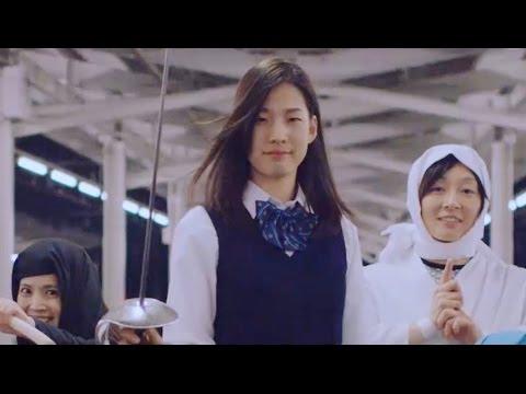 <メイキング映像が公開>侍女子高生の派手な動きの裏で、注意力が試される動画 『学校帰りの女子高生が駅構内で -SAMURAI JK-』 NTTぷらら