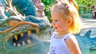 ВЛОГ удивительный Зоопарк. Кормим с бабушкой оленей и играем на детской площадке. Vlog Zoo