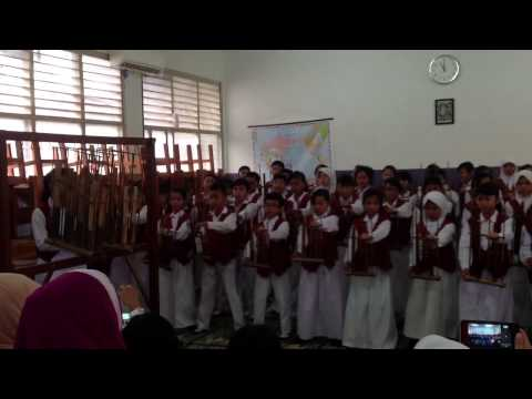 Angklung Performance EUIS, (trained by: ibu ambar)