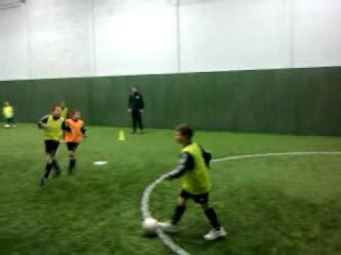 Coerver Coaching Devon Under 8,s shooting under pressure.3gp