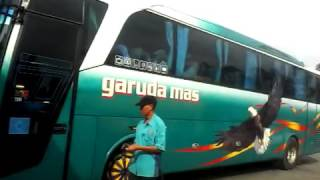 Bus garudamas telolet di terminal