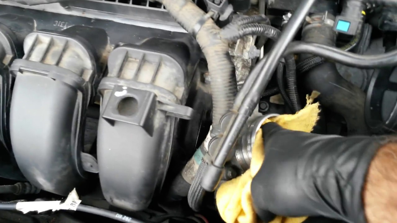 2012 ford focus s e cleaning the throttle body youtube