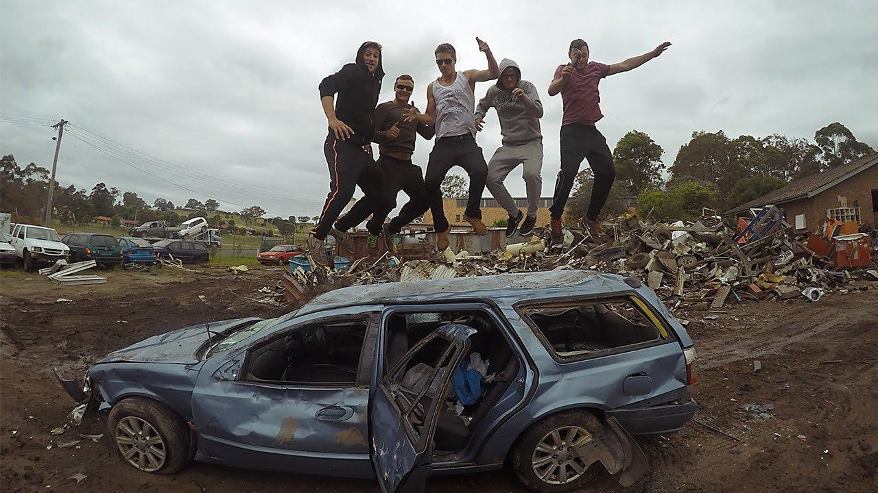 wir zerst ren das auto ankunft in sydney work travel caglar yildiz youtube. Black Bedroom Furniture Sets. Home Design Ideas