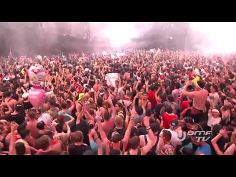 Armin playing Super8 & Tab - Cosmo (live at Ultra Music Festival Miami 2017)