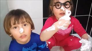 Pijamaskeliler yıkama kapışması. Pjmasks oyuncakları köpük banyosu yaptı, soğuk suyla yıkandı.
