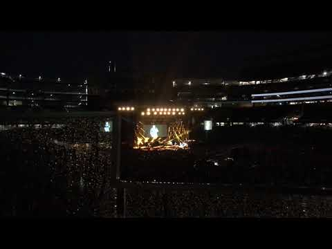 hell-right--blake-shelton-first-live-performance-foxboro-ma