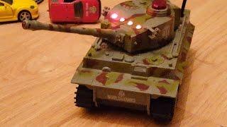 ✯ World of Tanks Ика играет с танком на пульте крушит машинки Tank crushes on the remote machine(Ика играет с танком на пульте управления из World of Tanks. Танк ездит по машинкам и крушит их. Спасибо за просмотр..., 2016-06-16T14:45:22.000Z)
