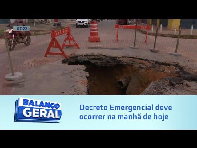 Cratera: Chuva abre buraco e interdita Rua no Clima Bom