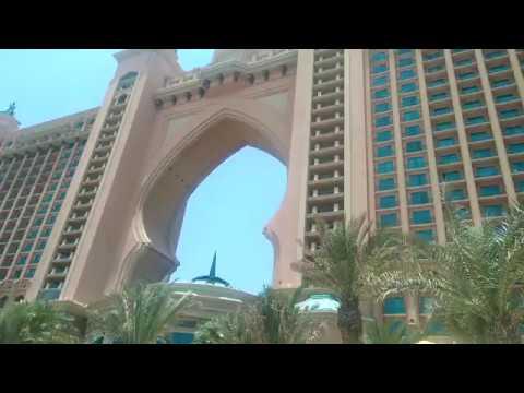 dubai life random moment Palm Jumeirah Hotel Atlantis Dubai