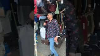 """Luis Ángel Franco """"Flaco"""" complaciendo a sus fans desde el mercado de la Juárez, Mazatlán"""