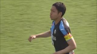 相手陣内でのボール奪取から小林 悠(川崎F)が強烈なミドルシュートを...