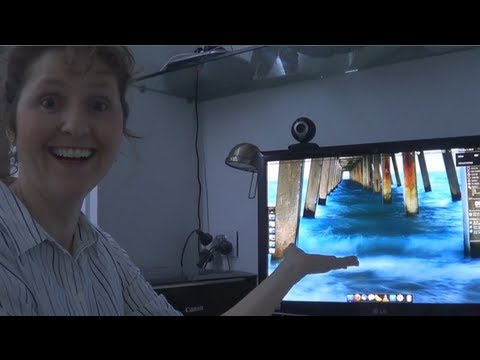 Mum Tries Out Pinguy OS 12.04 (2012)