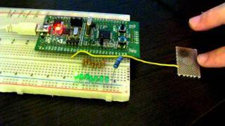 Ёмкостный тач сенсор / Capacitive touch sensor(Сделан на платке STM32 discovery, работает без внешней обвязки. Просто металлическая пластинка, присоединённая..., 2011-11-11T14:17:19.000Z)