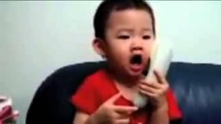 Los bebés también hablan por el móvil XD