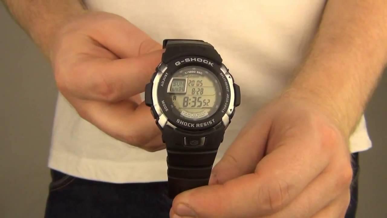 Все новые часы касио настроены на японское время, чтобы настроить время в электронных часах — достаточно будет установить домашний часовой пояс, московскому времени соответствует значение mow, jed или dbx.