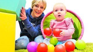 Spielspaß für Kleinkinder – Nicole baut für Derin einen Tummelplatz – Kinderspiele