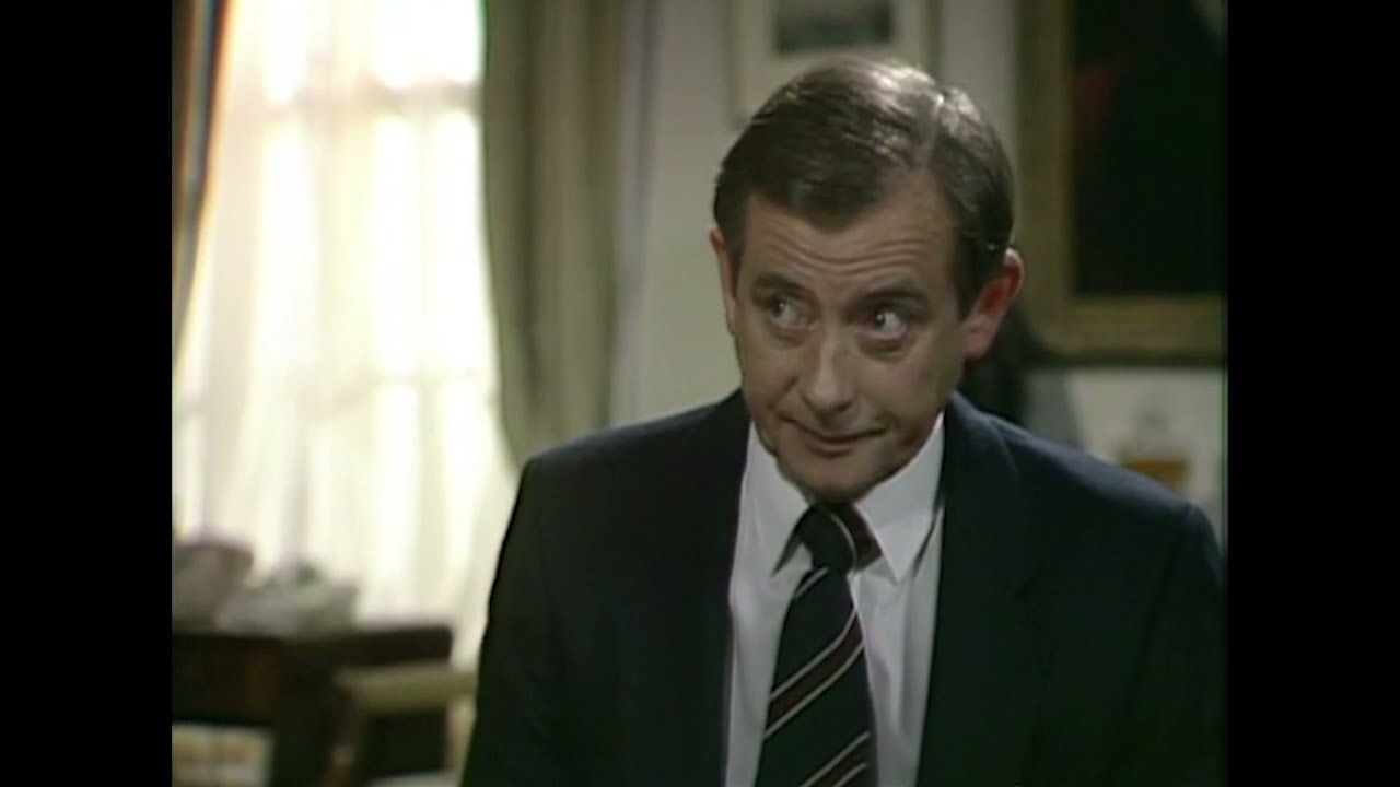 Download What does the Prime Minister do? - Yes Prime Minister