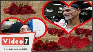 بالفيديو.. الشباب شباب القلب والحب ممكن بعد الستين..