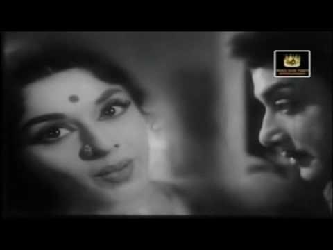 Sivaji Ganesan & Padmini - Oruvanukku Oruthi Endre - Thenum Paalum